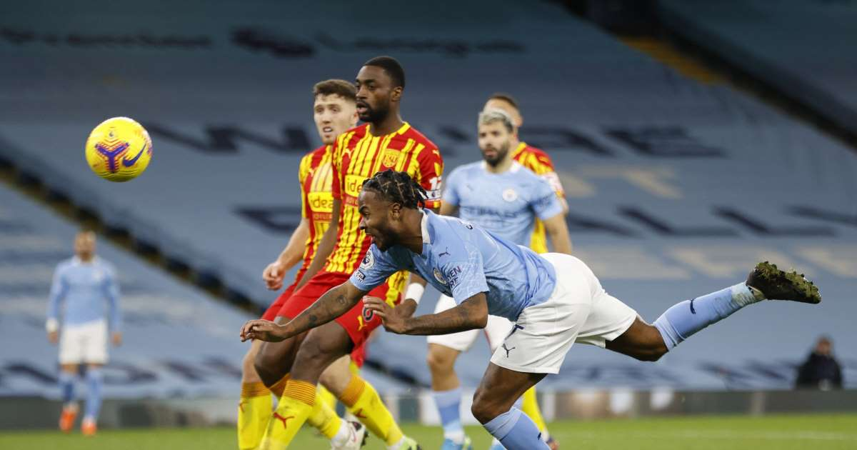Sterling Menyundul Bola Manchester City Vs West Brom